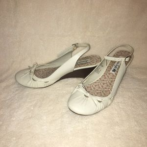 Wedge beige shoes